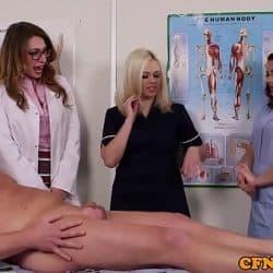 Enfermeras españolas chupan la polla de su paciente en grupo