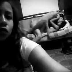 Latina voyeur grabando como se cogen a su hermana