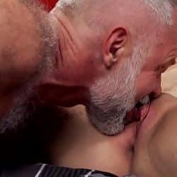 Papá Allen Silver se folla a su hijo gay