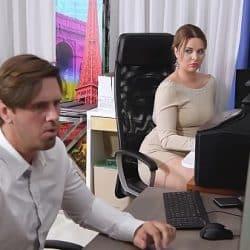 Secretaria Nikky Dream chupando la polla de su jefe como loca