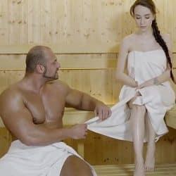 Sexo duro en la sauna con la preciosa jovencita rusa Angel Rush