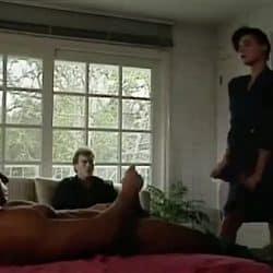 Cornudo invita a su mejor amigo para que se folle a su mujer mientras el se masturba