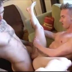 Doble penetración gay con Connor Maguire