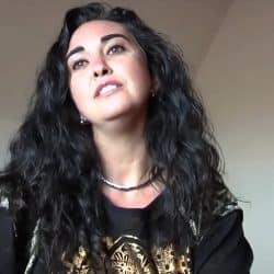 Madurita española amateur follando con dos desconocidos en un trío