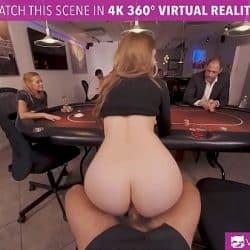 Tetona rubia Lena Paul follando en una timba de poker en realidad virtual