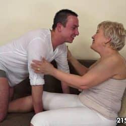 Vieja canosa Ursula Grande disfrutando del fingering