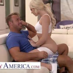Allie Nicole engaña a su marido follando con su nuevo vecino