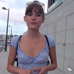 Española delgada con tetas pequeñas follando en su primer casting en Valencia