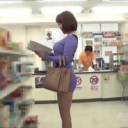 Japonesa tetona violada en el supermercado por el dependiente