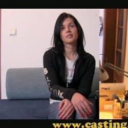 Jovencita argentina demuestra como hace las pajas en un casting