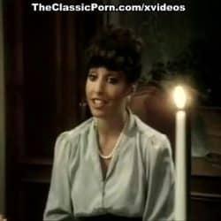 Sirvienta hace una mamada por debajo de la mesa en un video vintage