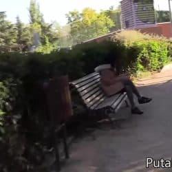 Morena tetona amateur acepta dinero de un extraño por hacerle una mamada