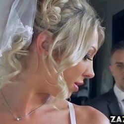 Novia de grandes tetas Lexi Lowe se pone a follar con su cuñado minutos antes de la boda