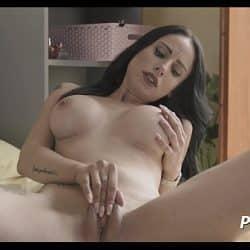 Jovencita lesbiana Estefani Tarrago aprende a hacer squirting con su amiga del alma