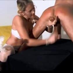 Milf alemana humillando a su sumiso haciendo milking