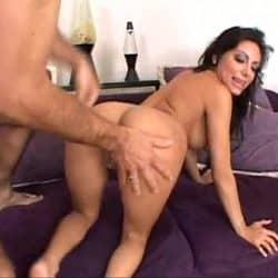 Morena madura Lela Star ofrece su culo para hacer anal