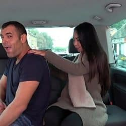 El masaje de la thailandesa Killa Raketa termina en follada dentro del coche