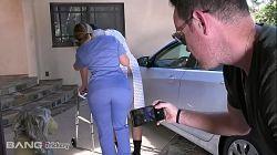 Engaña a la enfermera Aj Applegate y se la folla en la camilla