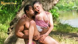 Francesca DiCaprio tiene sexo en un árbol