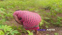 Puta negra Queen Anita follando estilo perrito en los arbustos