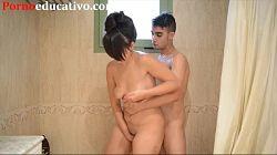Nikki Litte follando duro en la ducha