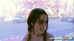 Jovencita Alexa Nasha follando en la Sagrada Familia de Barcelona